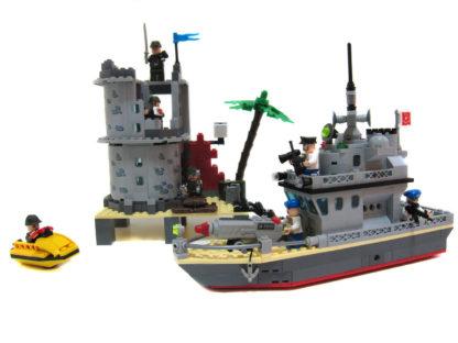 Пластиковый конструктор Морское сражение